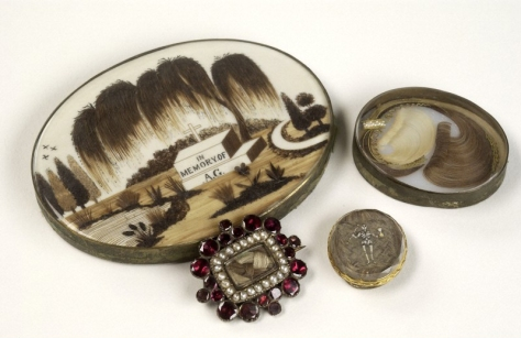 Mourning brooches containing the hair of a deceased relative. Wellcome Images