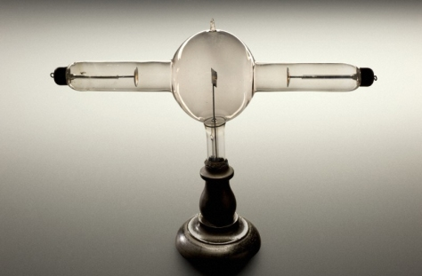Double focus X-ray tube. Science Museum / Wellcome Images.