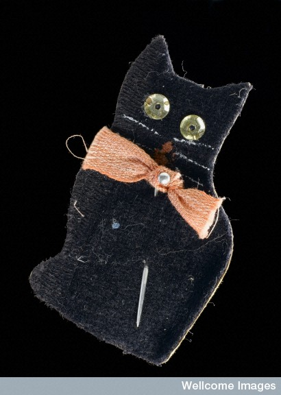 Paper amulet in the shape of a black cat. England, 1914-1918.