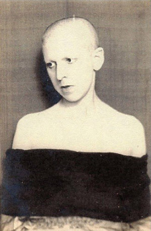 claude_cahun-acting-out-32