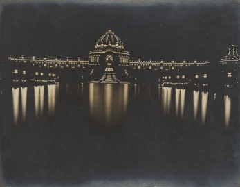 The picturesque illuminations at the 1904 World's Fair (or Louisiana Purchase Exposition), in St. Louis, Missouri.